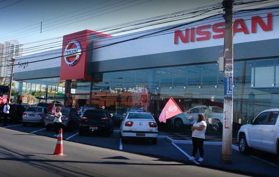 Criminosos invadem, furtam televisões e tela de computador de loja da Nissan em Cuiabá