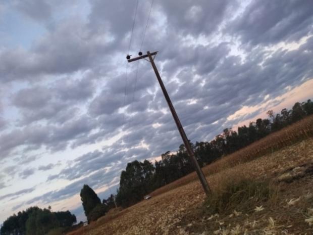 Mecânico morre eletrocutado ao trocar poste de energia em fazenda