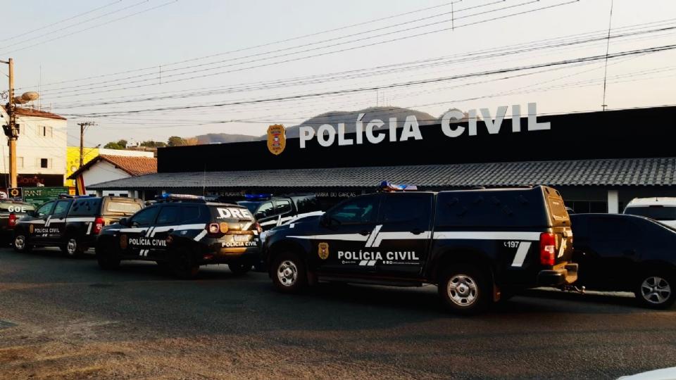 Polícia Civil cumpre 29 mandados de prisão contra membros de organização criminosa e sequestra dinheiro de contas bancárias