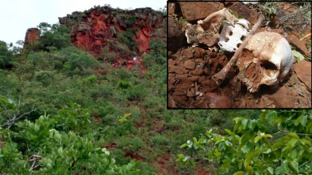 Ossadas encontradas em fazenda são de pai e dois filhos; polícia acredita em desmoronamento;  fotos