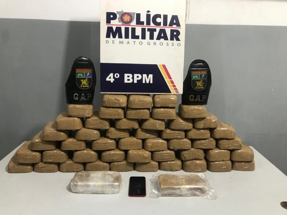 Homem é preso após PM encontrar 50 tabletes de pasta base escondidos em guarda-roupa