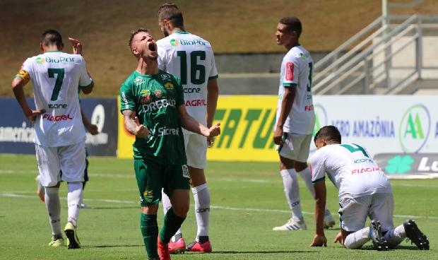 Guilherme Pato comemorando o gol
