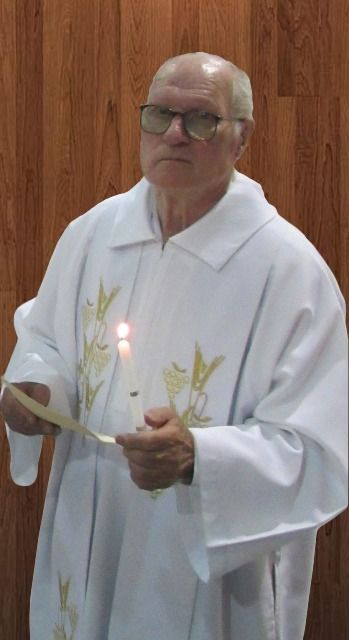 Padre transforma missa em