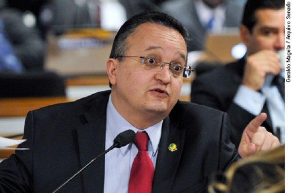 """Pedro Taques afirma que protestos são a população de """"saco cheio"""" da corrupção"""