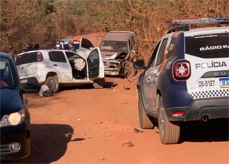 Polícia dispara 11 vezes contra bandido em perseguição; motorista ferido em batida está em estado grave;  vídeo