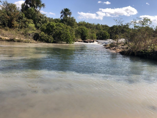 Usina que despejou dejetos em rio de Jaciara havia sido embargada, afirma Sema