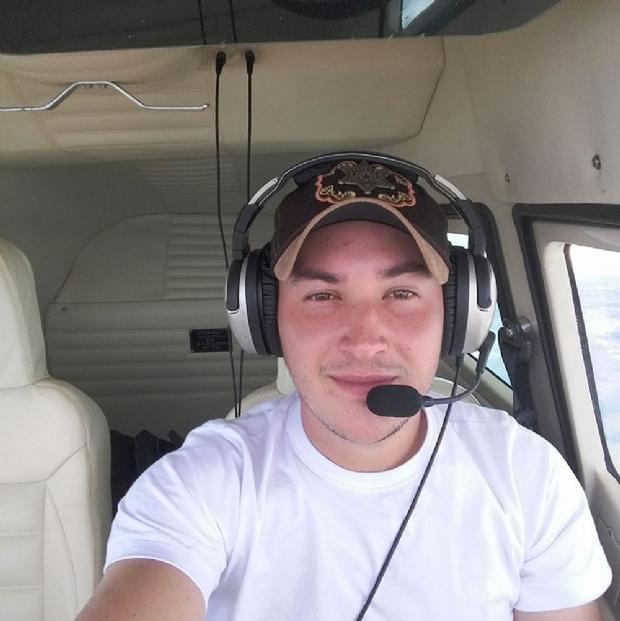 Desaparecimento de piloto completa um mês e família sofre com falta de pistas