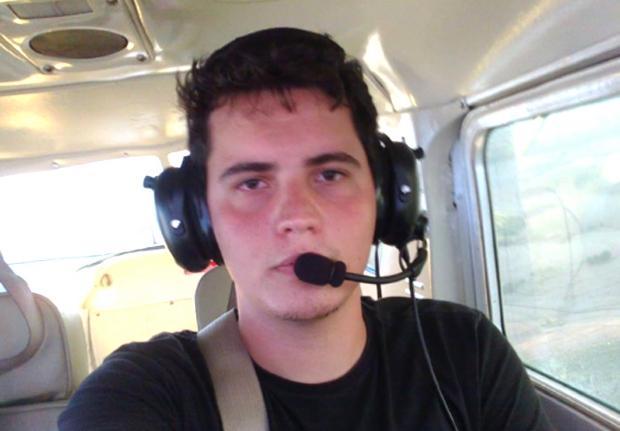 Cabine de avião que caiu ficou intacta e força-tarefa procura por piloto de 27 anos