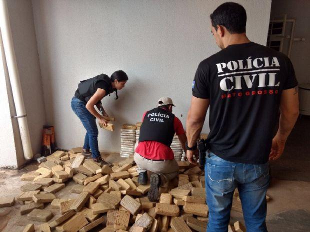 Polícia Civil apreende 450 quilos de cocaína, R$3 mil, carro e quatro pessoas; droga iria para SP