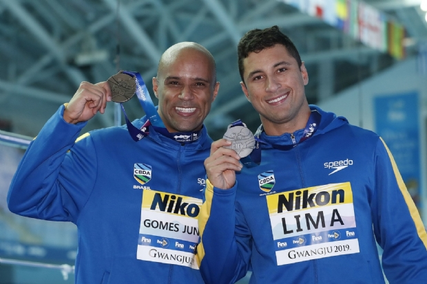Nadador cuiabano faz história em Mundial e ajuda Brasil a fazer dobradinha inédita no pódio
