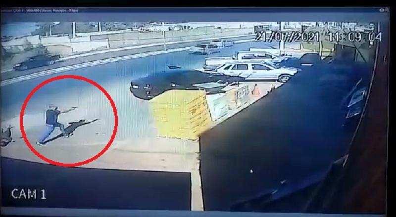 Vídeos mostram momento que policial penal mata bandido com tiro na cabeça;  assista