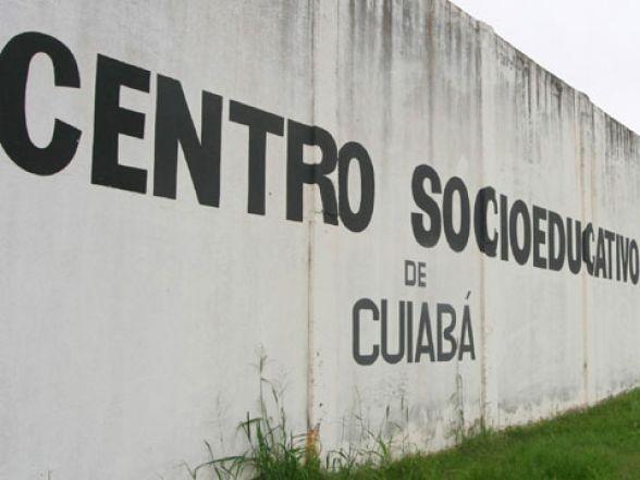 Adolescentes internas espancam colega em socioeducativo feminino de Cuiabá e ferem agente na confusão