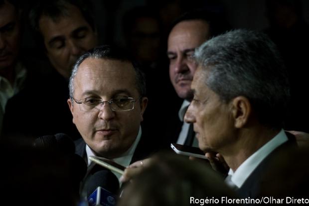 """Taques acusa Neurilan de fazer """"politicalha"""" e diz que tem apoio de mais de 90 prefeitos"""