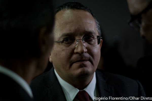 Pedro Taques exonera chefe de gabinete e mais 13 servidores da Jucemat
