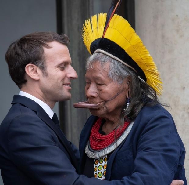 Cacique Raoni ganha apoio de Macron para construir muro de bambu no Xingu avaliado em 1 milhão de euros
