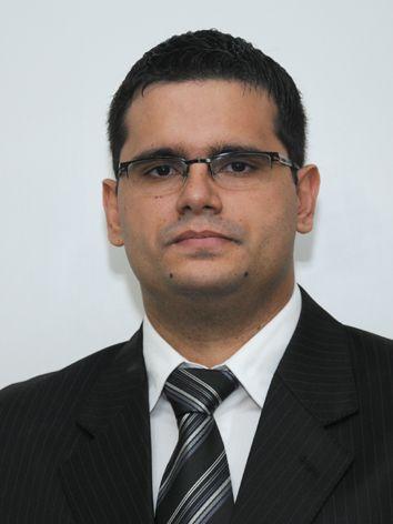 Raul diz que ainda não encontrou a profissão ideal e abandona a magistratura