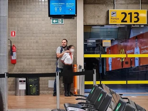 Soldado que fez refém em aeroporto pertence a batalhão ambiental e viajava para ver família;  vídeos