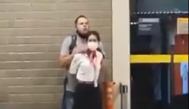 Passageiros de Cuiabá gravam momento em que PM faz funcionária refém em aeroporto;  vídeos