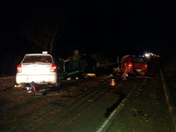 Corpos de mulher e criança vítimas de acidente que deixou cinco mortos na Estrada da Guia aguardam identificação