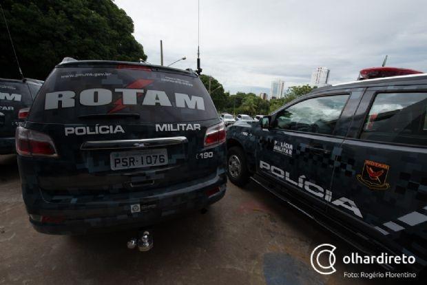 Dupla troca tiros com policiais da Rotam após assalto a loja em Cuiabá