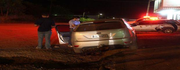 Homem é morto a tiros e corpo é deixado em área rural; polícia investiga