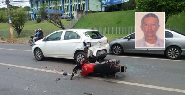 Sargento da PM morre após bater moto em carro na Avenida do CPA