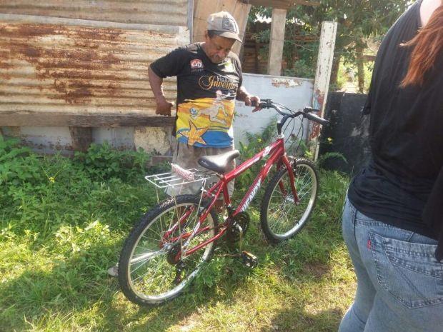 Bicicleta que irá facilitar o recolhimento de comida para os cães