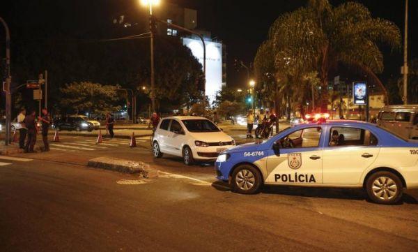 Sequestro relâmpago termina em tiroteio com dois feridos na Gávea
