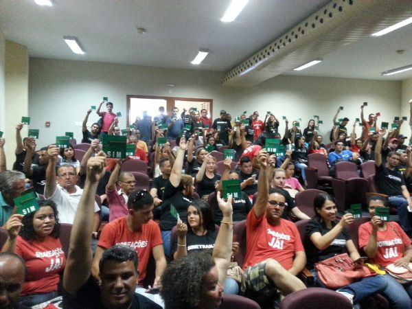 Servidores do Detran suspendem greve e retomam atividades na sexta; protesto pode ser retomado dia 19