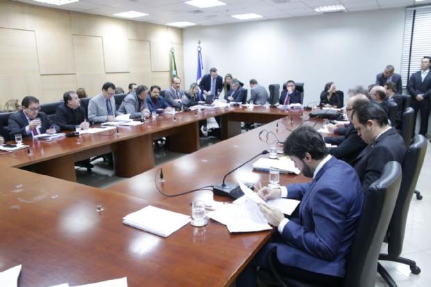 Sessão teve de ser realizada no Colégio de Líderes