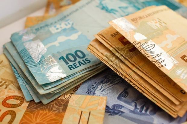 Agentes encontram quase R$ 14 mil em dinheiro e 98 celulares dentro de presídio de Cuiabá
