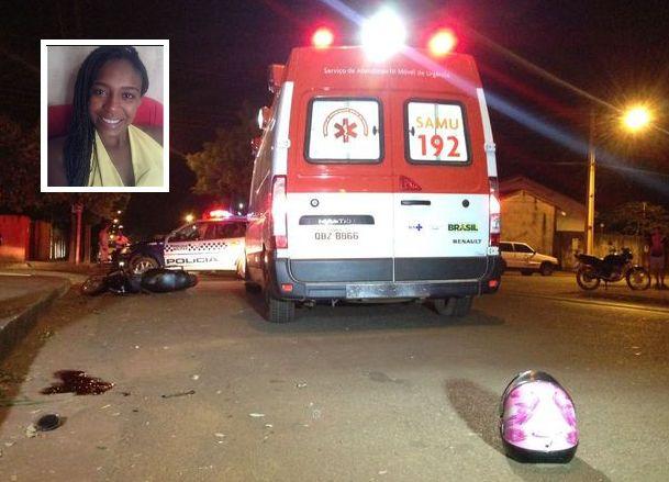 Mulher de 34 anos perde controle de moto, bate contra poste e morre