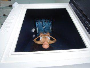 Tanque de flutuação garante relaxamento profundo