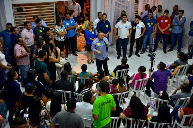 Pedro Taques busca apoio de juventude evangélica no CPA I