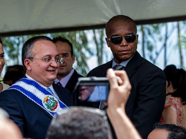 Taques exonera PMs presos em esquema de grampos da Casa Militar e efetiva Sodré na pasta
