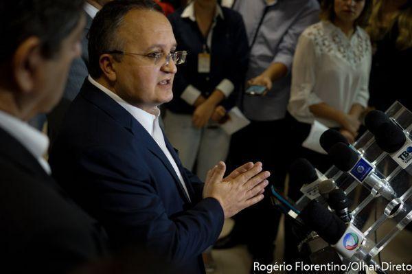 Taques vai a Brasília cobrar R$ 544 milhões do FEX e Conab; recurso deve desafogar caixa do Executivo