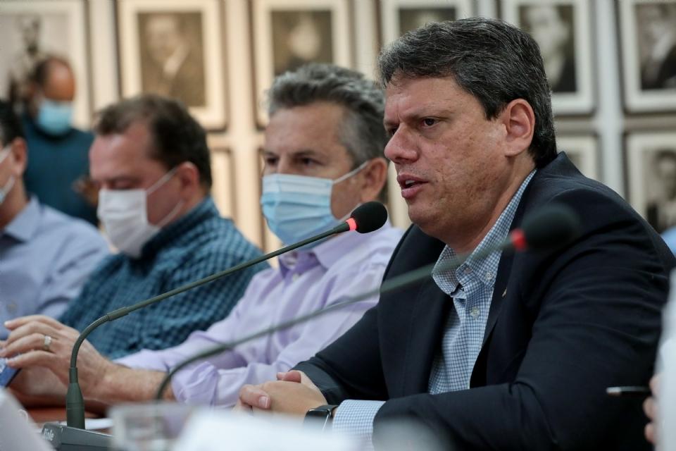 'Quem fala que Ferrogrão vai devastar floresta está mentindo', afirma ministro ao rebater críticas de ativistas