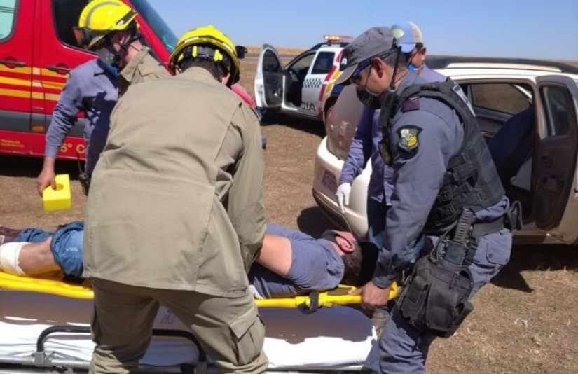 Homem atira na própria perna após ameaçar e brigar com colega em fazenda