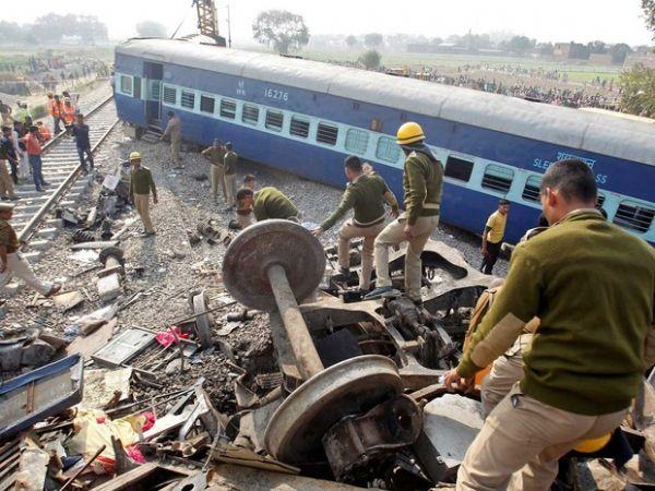 Trem descarrila, mata mais de 100 e deixa 150 feridos na Índia