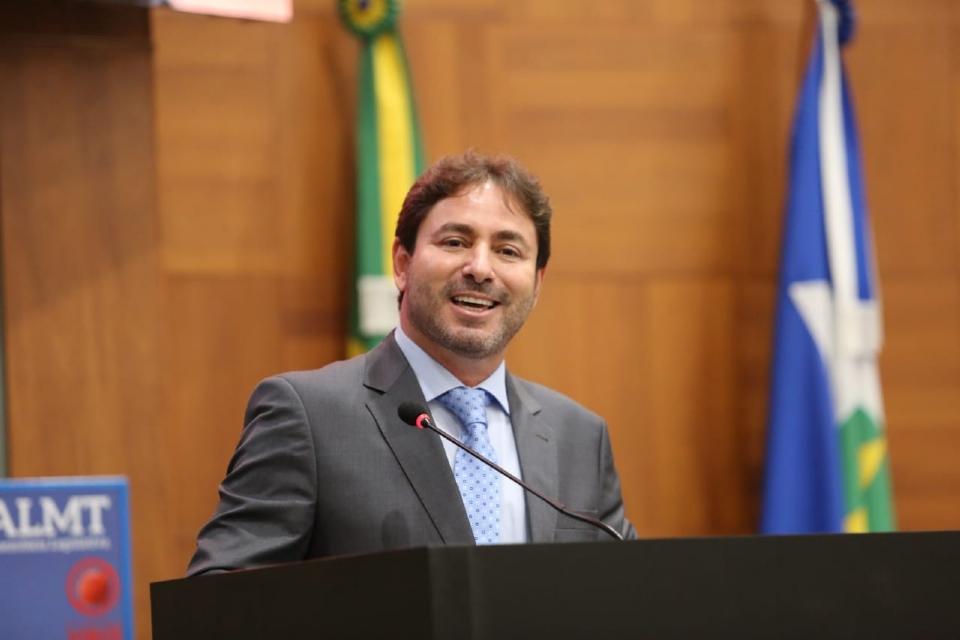 Na vaga de Dr Gimenez, ex-prefeito de Cáceres Túlio Fontes assume cadeira na Assembleia Legislativa