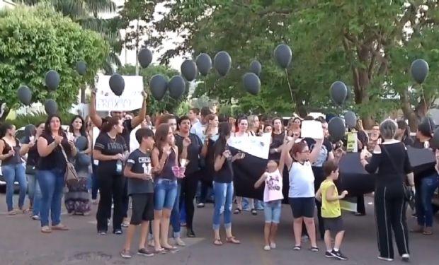 Familiares e profissionais da saúde organizam protesto em frente à Santa Casa para a reabertura da UTI pediátrica