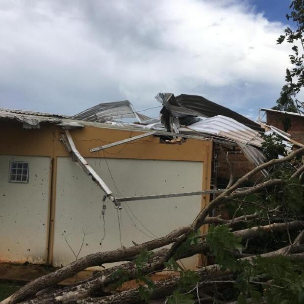 Temporal causa alagamentos em municípios e estragos na UFMT;  veja fotos e vídeos