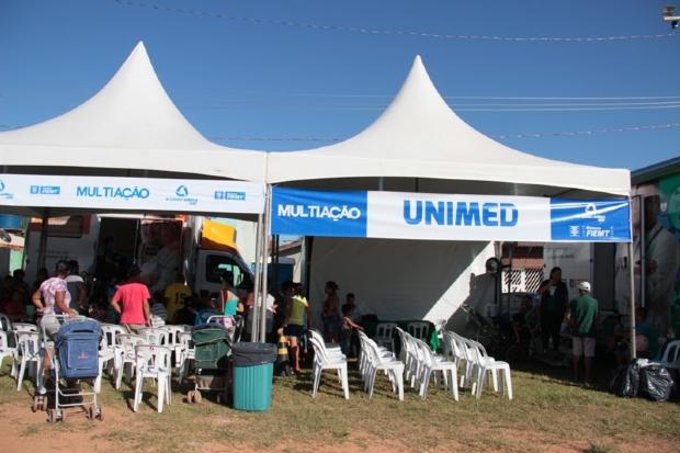 Unimed Cuiabá e Multiação levam serviços à população carente