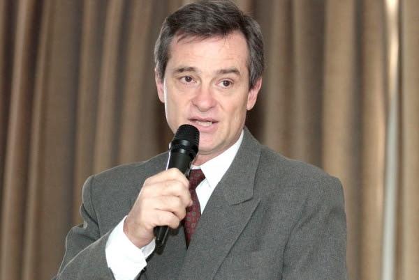 Unimed Cuiabá realiza palestra sobre comportamento suicida com professor da Unicamp