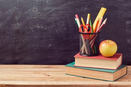 Secretaria lança edital para professores temporários com salários de até R$ 7,4 mil