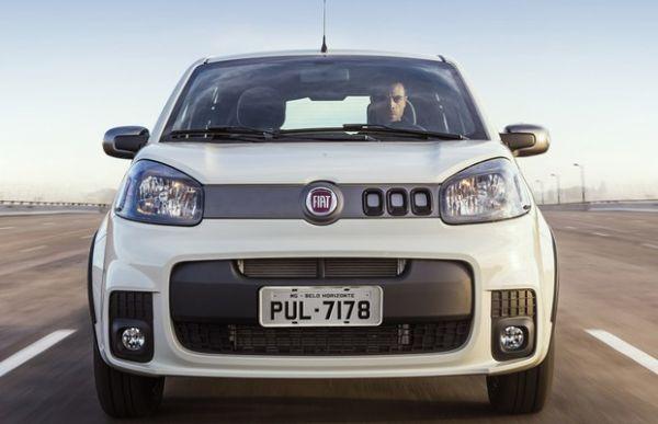 Avaliamos o Fiat Uno Sporting com câmbio automatizado dualogic