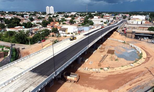 Na reta final, novo viaduto na Beira Rio ganha luz de LED e asfalto;  veja fotos