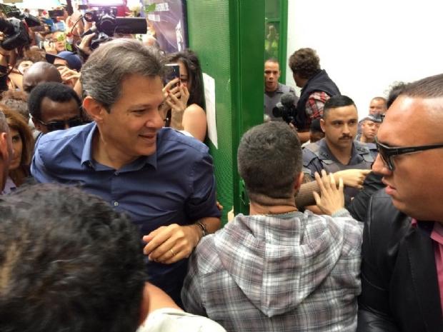Haddad vota em escola de São Paulo e vai acompanhar apuração em hotel