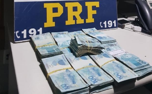 PRF prende dois com quase R$ 90 mil em porta-malas; suspeita é de crime eleitoral