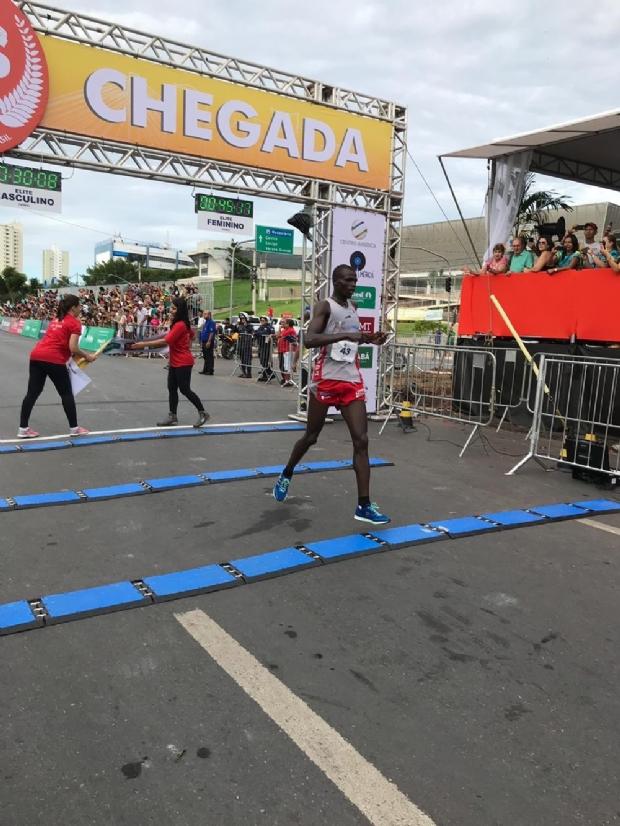 Queniano e etíope vencem 35ª Corrida de Reis em Cuiabá